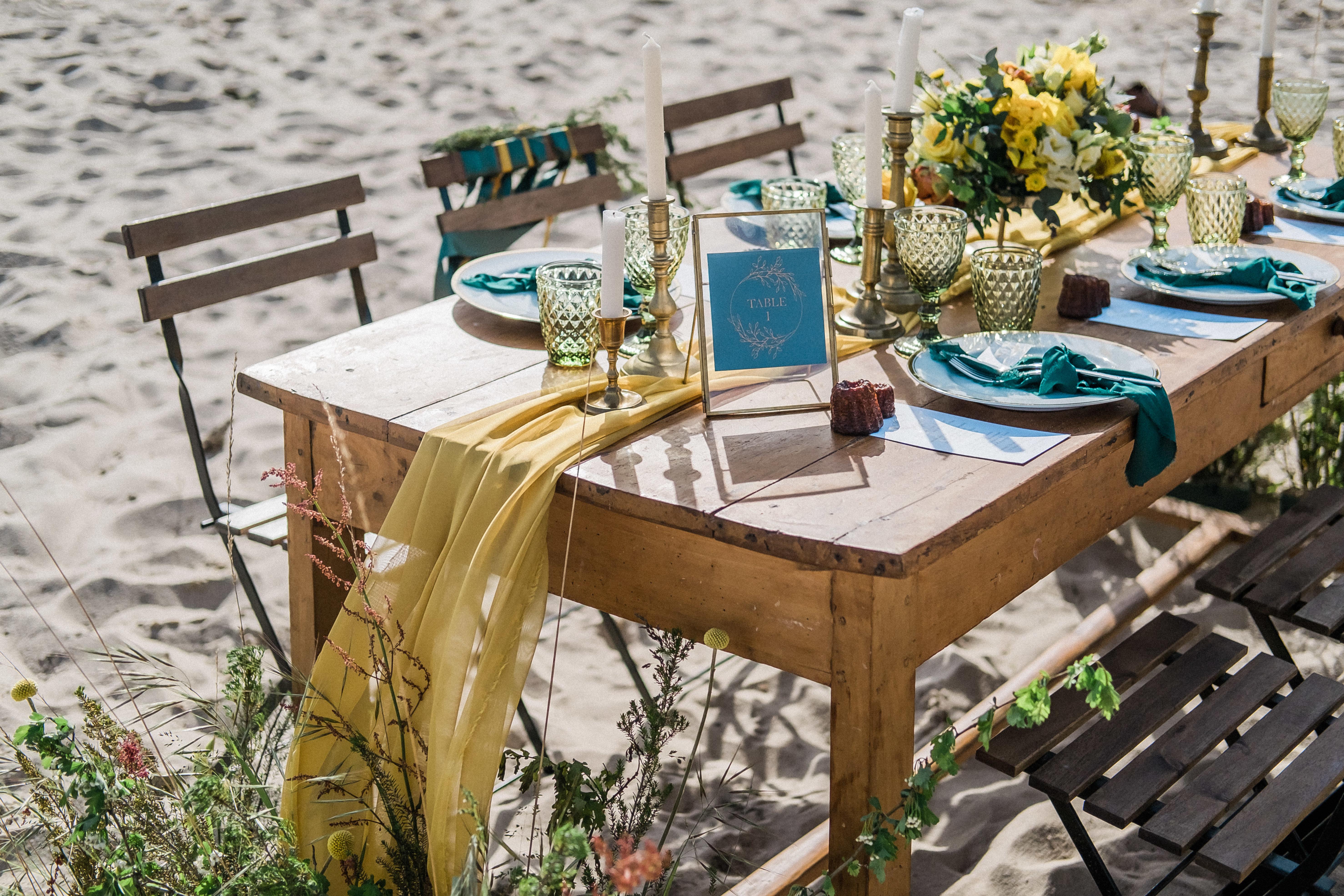 Numéro table mariage Émeraude et moutarde